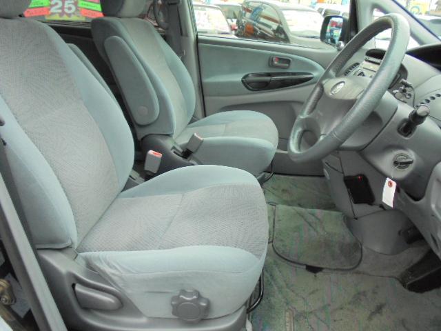 フロントシートは気になるシミ・汚れ等は無くホールド性も高く状態も良好♪ゆったりドライブをお楽しみ頂けます!走行、回数無制限1年保証!