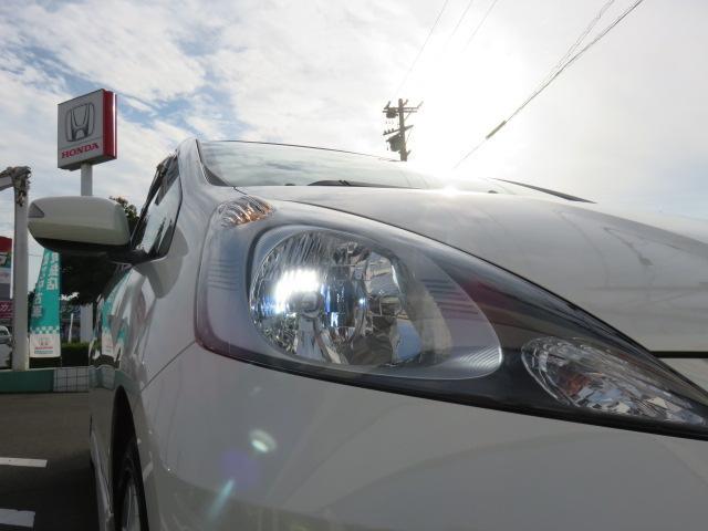 ディスチャージヘッドライトは、本当に明るくて安全です。暗い夜道からお客様を守ってくれます。オート機能付でライトの消し忘れの心配も必要ありません!