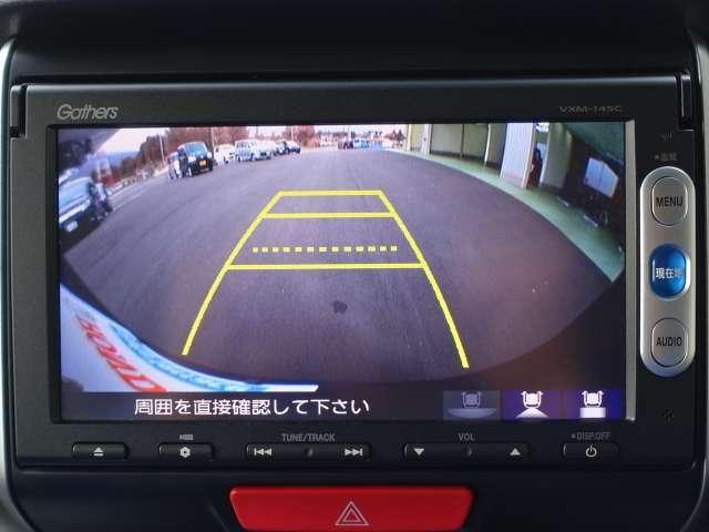 安心して車庫入れができる、リバース連動リアカメラが装着されております。狭い駐車場はもちろん、雨の日や夜間でもストレスなく運転して頂けます。