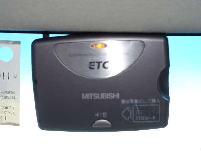 高速道路や有料道路のご利用時にとっても便利なETC車載器付きです。セットアップを行ってからお渡し致しますので、ETCカードを差し込むだけで、面倒な料金所での現金支払いが不要となり、スムーズに通過できます。