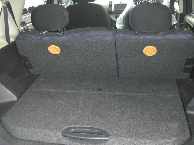 リアシート(6:4分割式)。人数や荷物に合わせてシートを自在にアレンジできます