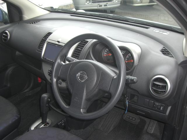 フロントシート。大きく厚みのあるシートクッションはくつろぎを演出してくれます。ロングドライブに最適です