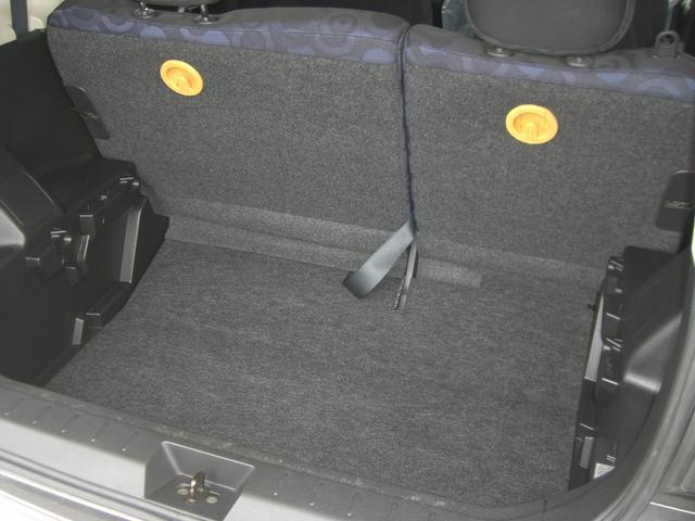 トランクルーム。いろいろな物をたっぷり収納できる上下2段のトランクを確保。普段のお買い物の荷物から大きなものまでフレキシブルに収納できます