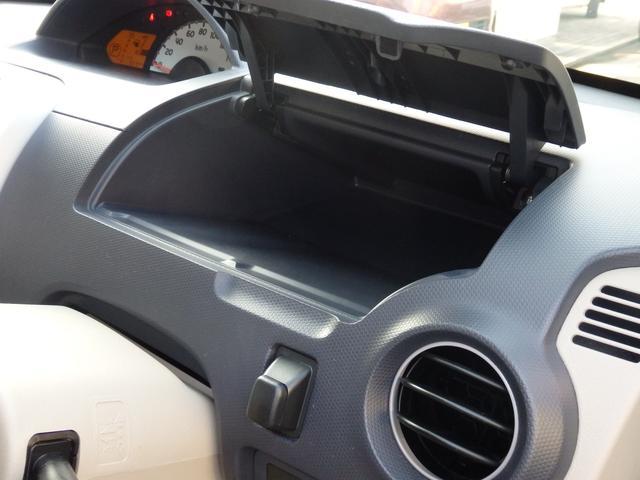 運転席前アッパーグローブボックスは奥行きもあり、たっぷり収納できます!