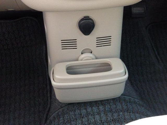 助手席後ろへ移動もできる、プチゴミ箱。