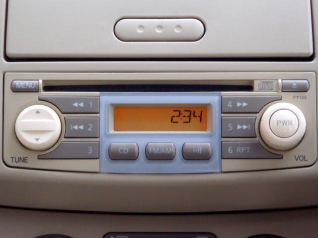 CDチューナー。気持ちのいいサウンドは毎日のドライブに欠かせない。ラジオも聴けますし、別料金でこの部分を取り外してナビゲーションを取り付けすることも可能です。詳しくはスタッフまで!