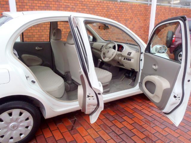 大きくドアが開くので、毎日の乗り降りがラクに出来ます!コンパクトですが、使い勝手の良いお車ですよ!!