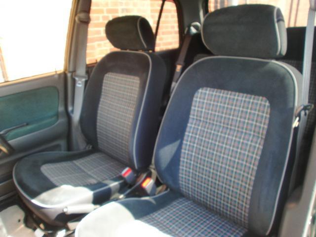 シートも納車前にはカービューティープロによる高温洗浄スチームでお手入れ!汚れを落として殺菌効果も御座います。内装のお手入れは全車カービューティープロにお任せ下さい!