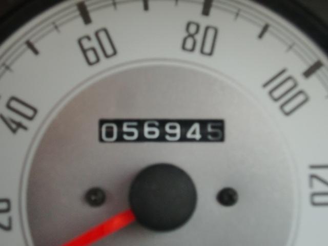 今までに走った距離は56945km。多いと思われますか?少ないと思われますか?今までに経過した年数から考えると年間使用は4千kmほどでございます。