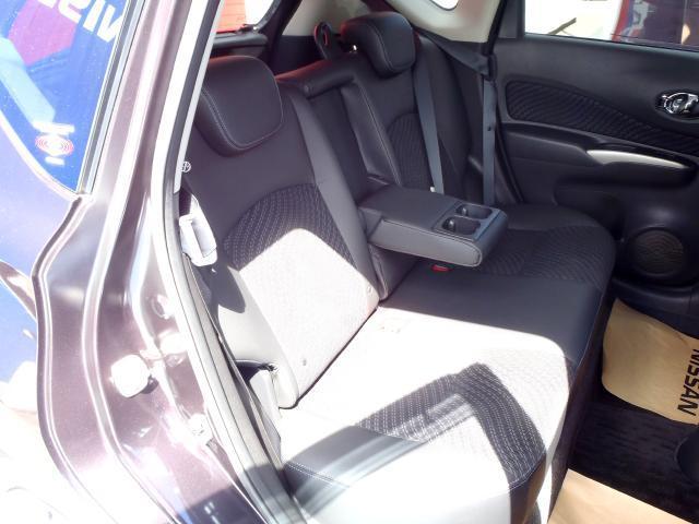 後席ドアは最大で約90度も開くので、チャイルドシートへのお子さまの乗降や荷物の積載もスムーズです。