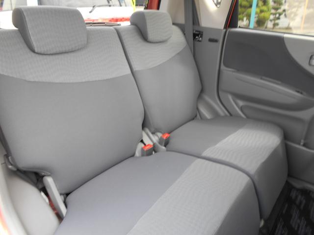 リヤシートも広々とした空間でお友達などとご一緒に快適なドライブをお楽しみいただけます。