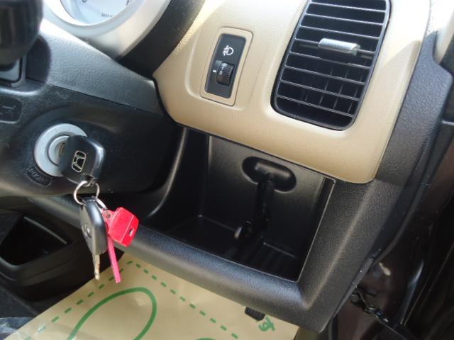 ヘッドライトレベライザー・キーレスキー2本・ドリンクホルダー付です! 内装は擦れ等無くきれいです!