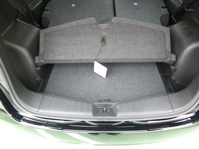 オプションのマルチラゲッジボードが付属。ラゲッジ床下を有効活用。