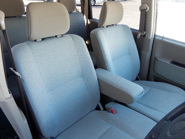前席はベンチシートを採用★座面が広くゆったりと腰かけられます☆