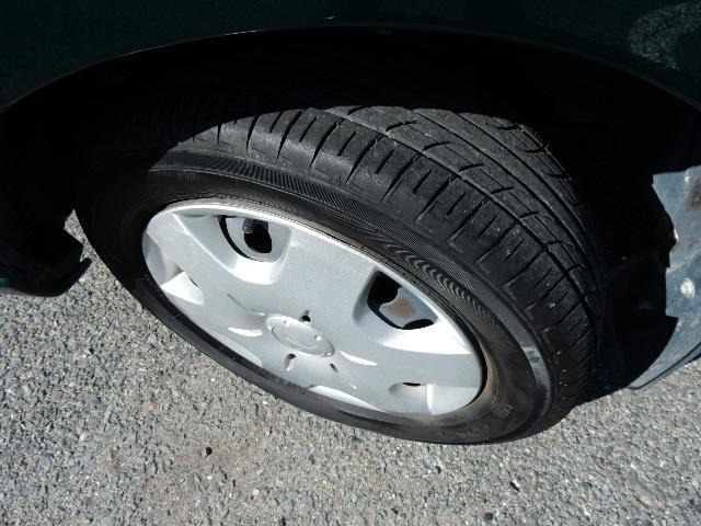 タイヤは現時点で溝が残っていない状態ですので、納車前に全て新品に交換させていただきます!