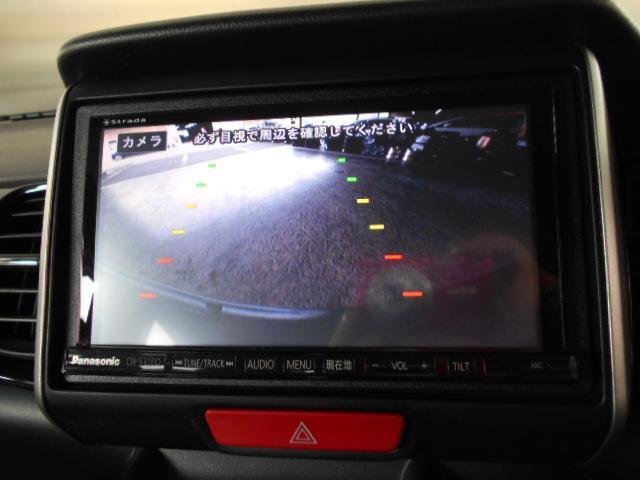 バックカメラ付きで車庫入れもラクラク!
