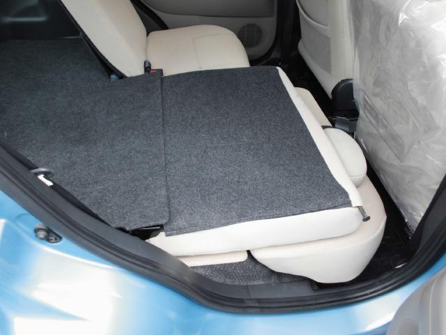 後席シートを倒せば更に荷室が広がります。