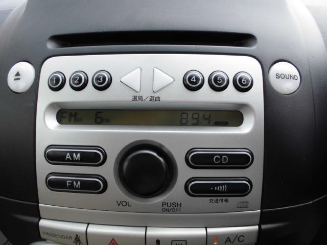 パッソ純正オーディオでCDやラジオを聴きながらドライブができます。