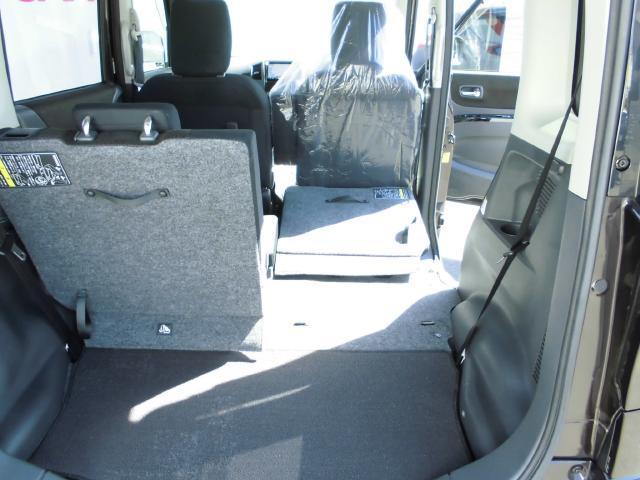 後席シートはフルフラットまで倒せます。大きな荷物でも困ることはありません。