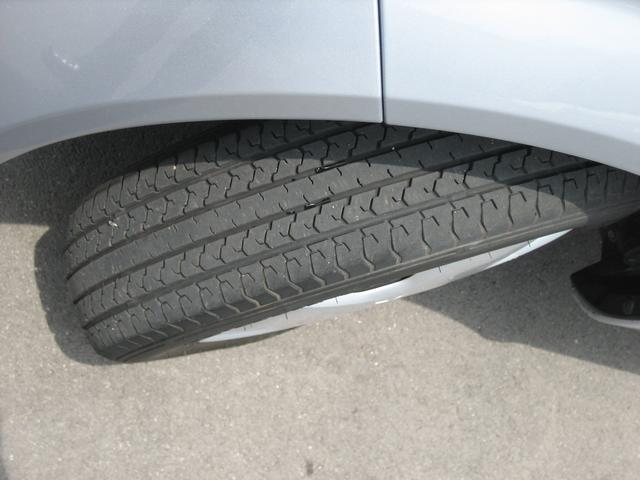 タイヤの溝タップリあります