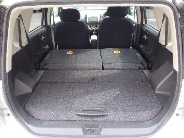 ★後席シートをたたむと大容量の荷物室になります♪