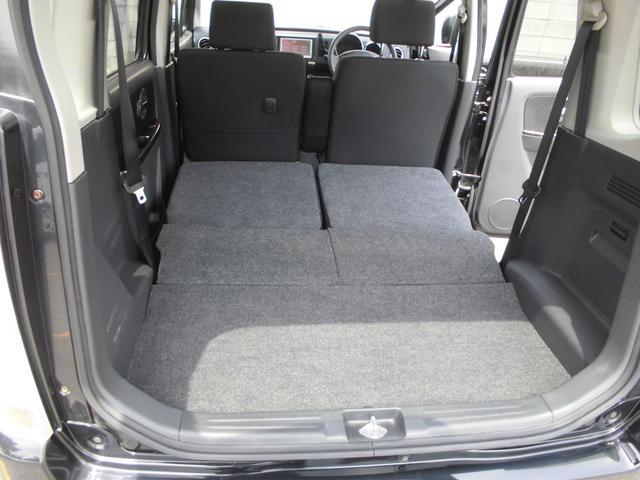 後席を前倒しすれば、床面はフラットになります。