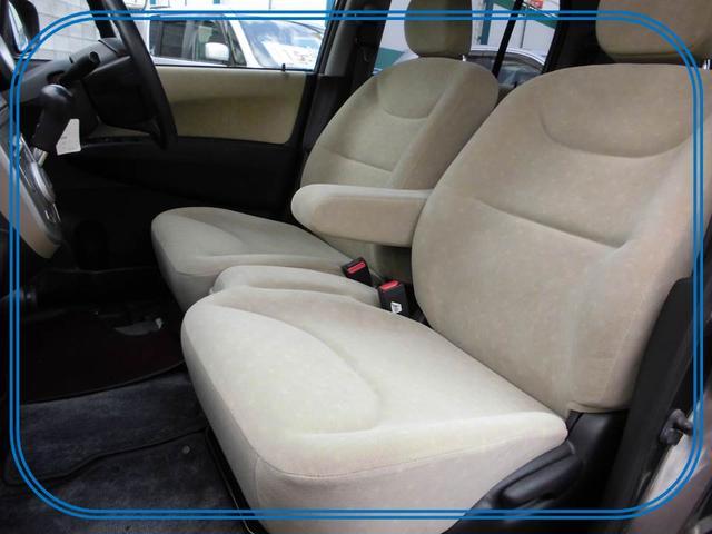 ゆったり座れて、開放感のあるベンチシート。車内でもくつろぐことができます。