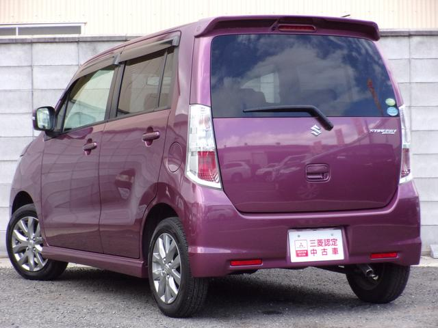 着色したリアーガラスは車内のプライバシーを守ります。UVカット効果もあり、冷房効率を高めます。