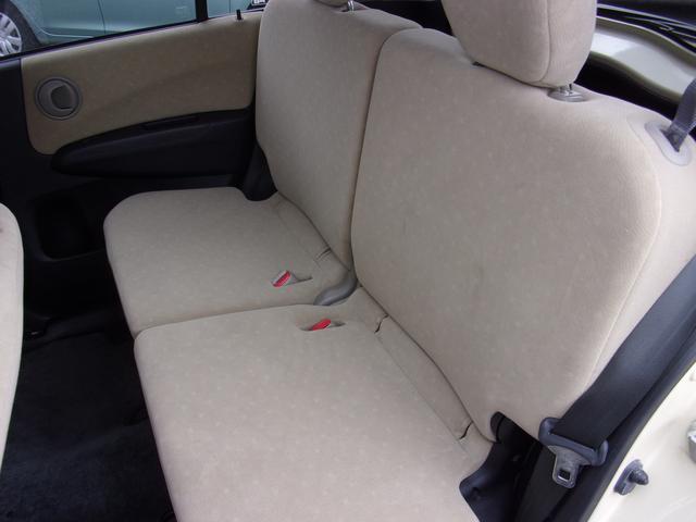 サラッとした肌ざわりのシート。汗ばんでいても快適にドライブを楽しめます。