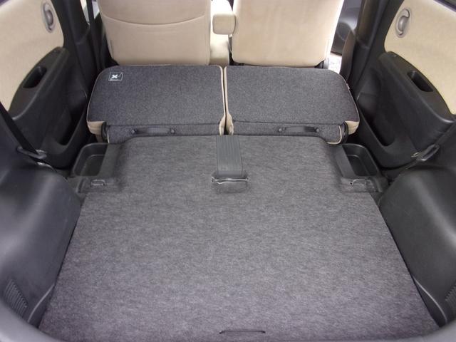 セカンドシートを収納すれば、広い荷室ができます。