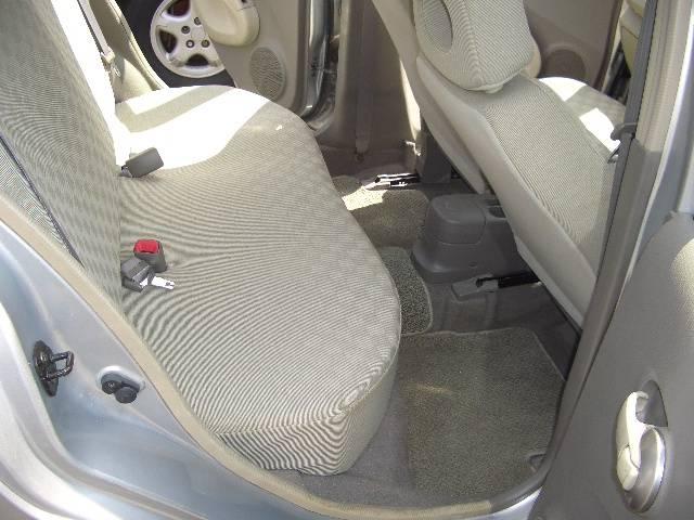 右リヤーシート絨毯マットも非常にきれいで