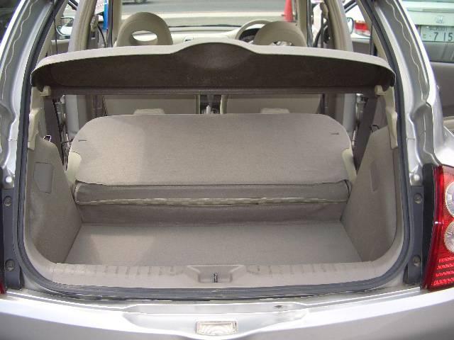セカンドシートを倒せば荷室更に広々非常にきれい