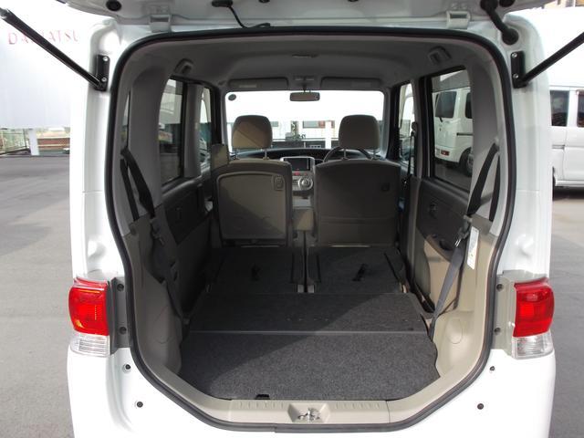 リヤシートを倒せば荷室は更に広々です。