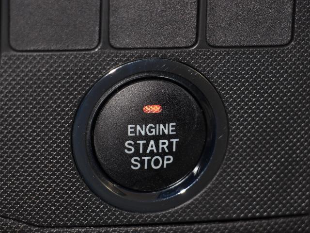 エンジンスタートボタン!カギをポケットやカバンに入れたままエンジンがワンプッシュでかかります!夜間鍵穴を探す手間もいりません!イモビライザー機能も付いていて車両盗難の予防もできます!