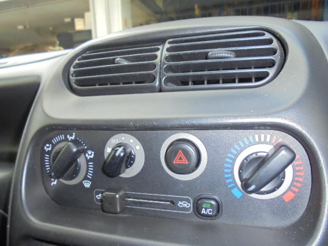 マニュアルタイプのエアコン装備!
