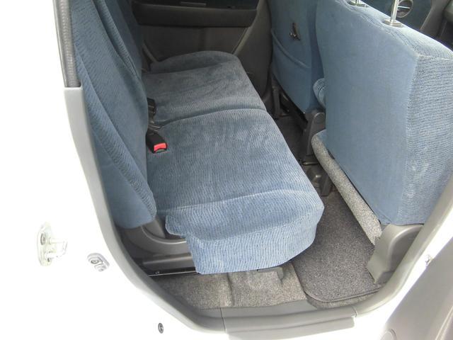 後席の足元も広々乗れますので、後ろの人もゆったり座れますよ!