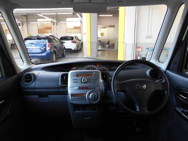天井が高く、圧迫感の感じられない室内。見晴らしが良くストレスなく運転ができます。