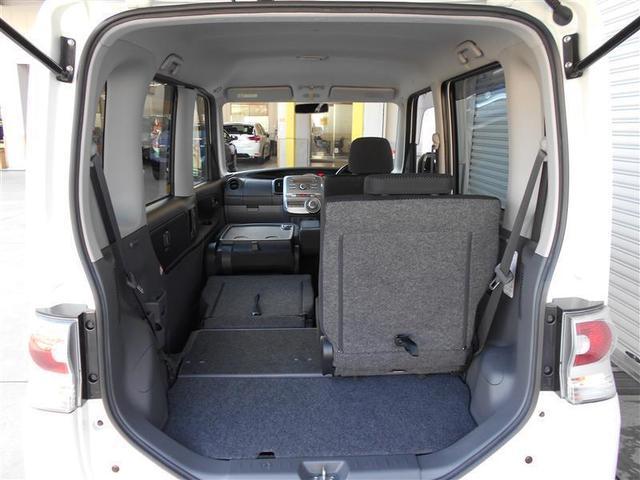 助手席までシートを倒せば長い荷物も積むことができます。