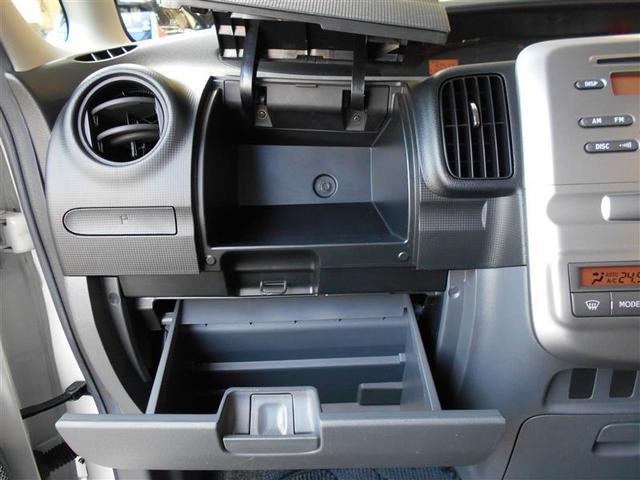 グローボックスの上にも収納ボックスが装備されています。収納箇所も豊富なので車内もスッキリ片付けられます。
