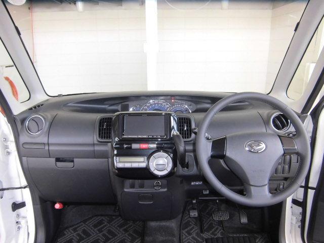 広い視界、高い天井で圧迫感も無く、運転しやすい車です。