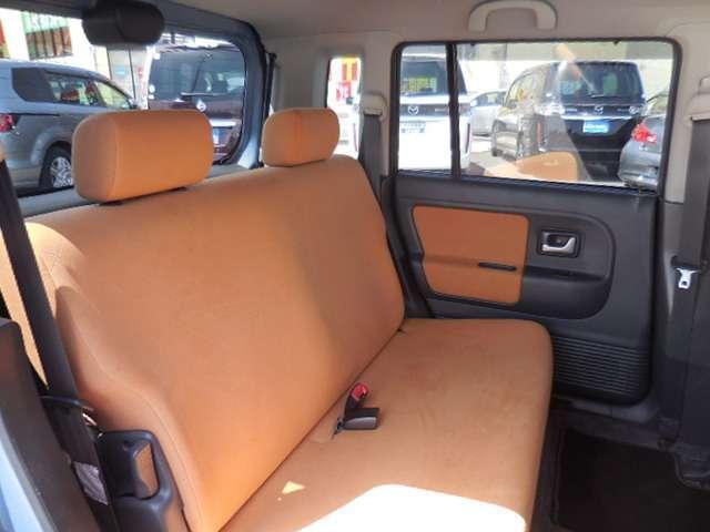 必要かつ充分な広さのある後部座席♪四角い形ですので、意外と狭さは感じません◎