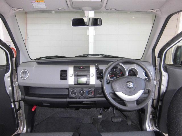大きなフロントガラスで、視界も良くどなたでも運転しやすい車です。
