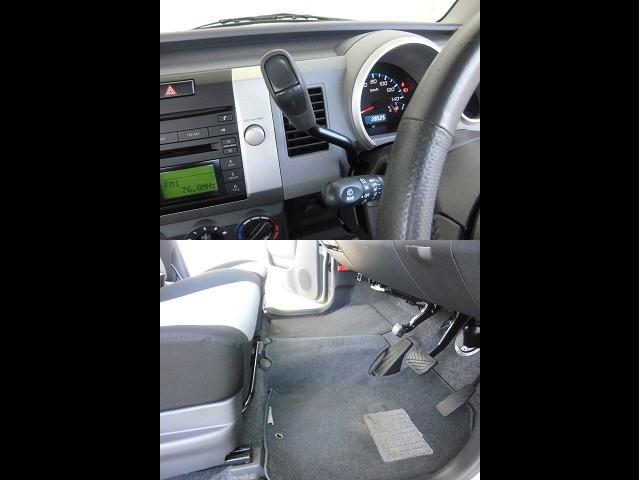 【コラムシフトレバー】採用のお陰で、本来シフトレバーのある両席の間にスペースができ、その空間を有効活用できています◎