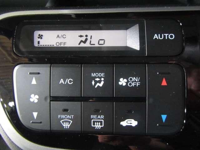 快適なドライブにフルオートエアコン!お好みの温度をセットするだけで風量など自動でコントロール。