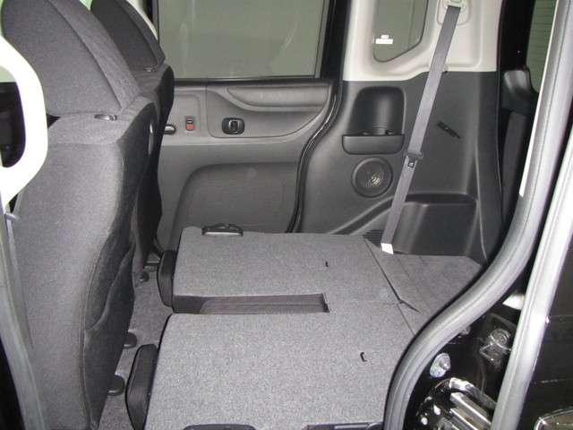 写真のように後部座席を倒せば、普段なかなか載せることのないような大きな荷物もしっかり積むことができそうですね。最近のKカーは使い勝手がよい作りになっていますね。