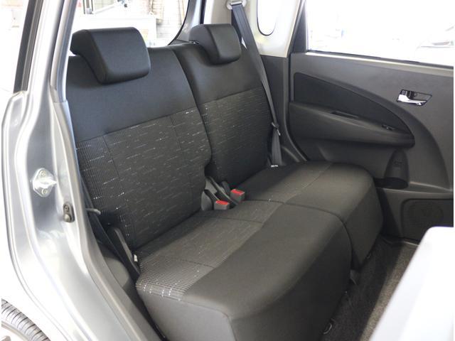 ●ゆとりのあるリヤシート●後席でもゆったり座れます●