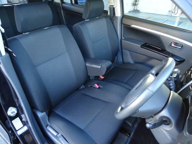運転席のシートもへたりやほつれなど全くダメージはありません
