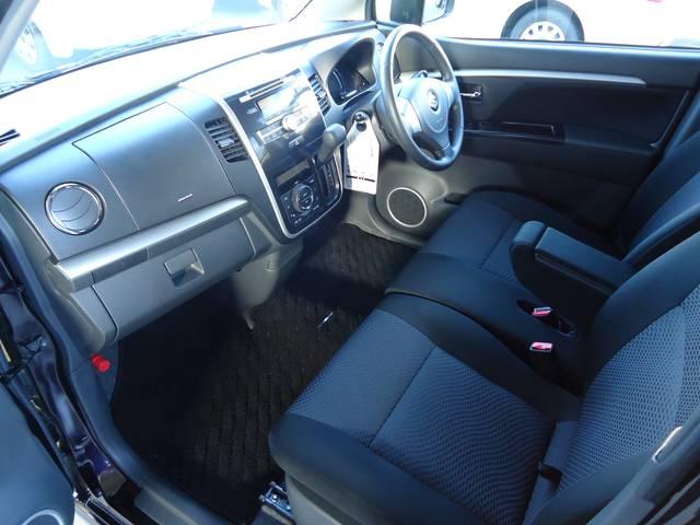 黒を基調としたシートです。シートカバーの取り付けもご相談お待ちしております。