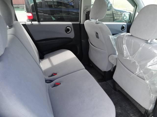 後部座席も十分なスペースを確保されております♪
