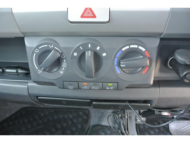 こちらのお車はマニュアルエアコン装備車です♪お電話でのお問い合わせは、0066−9704−936202迄お気軽にご連絡下さいませ!